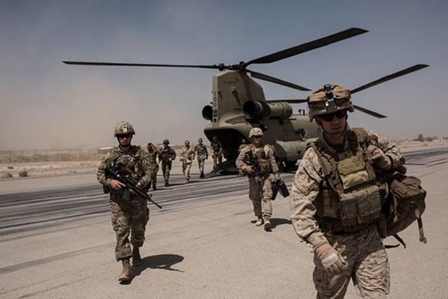 Binh sĩ Mỹ xuống trực thăng vào thời điểm Washington còn đóng quân ở Afghanistan (Ảnh: Getty).