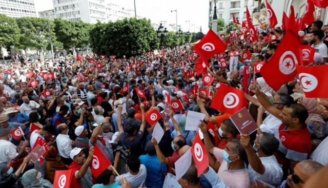 Người biểu tình tập trung phản đối Tổng thống Kais Saeed ở Thủ đô Tunis ngày 26/9 . Ảnh: Alghad.