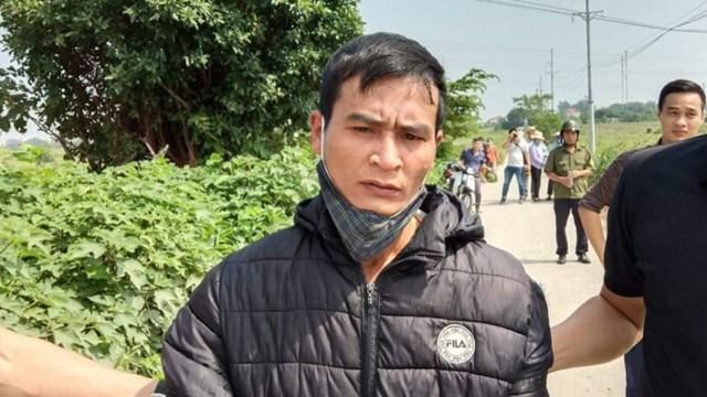 Đối tượng Trung bị dẫn giải đến hiện trường vụ án.