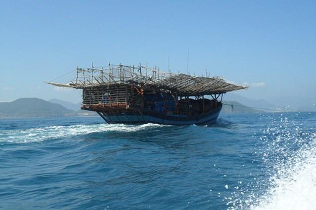 Kiểm ngư đã tiếp cận vị trí 2 tàu cá Bình Định bị chìm trên biển - Ảnh 1