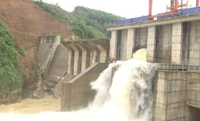 Trong khi đó, từ chiều 29 và đêm 30/10, 4 thủy điện gồm Chi Khê, Châu Thắng, Bản Ang, Nậm Mô tiến hành xả lũ.