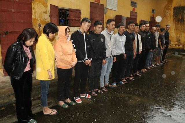 15 đối tượng đang bị lực lượng công an bắt giữ.