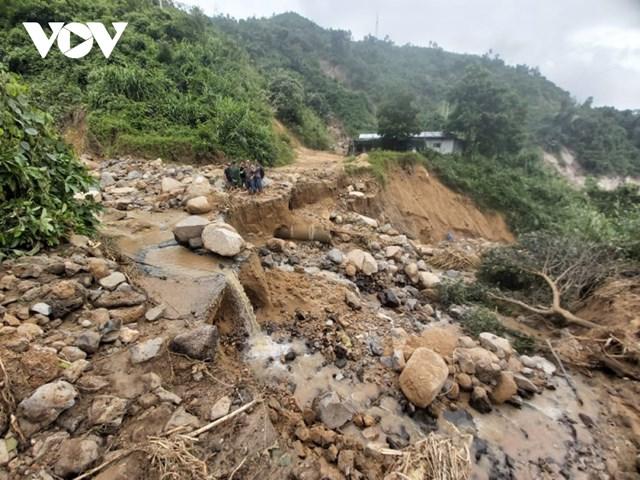 Đường ĐH 3 đi xã Phước Lộ bị cắt đứt.