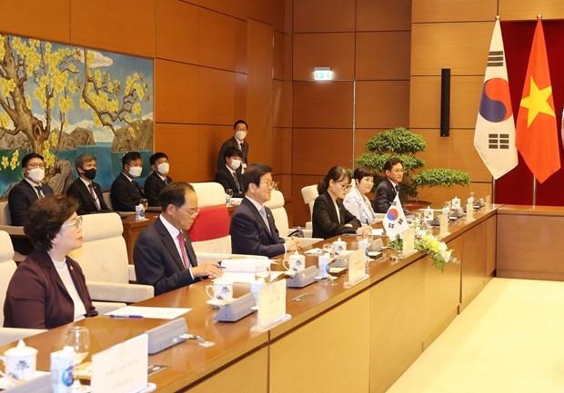 Chủ tịch Quốc hội Hàn Quốc Park Byeong-Seug cùng các thành viên Đoàn đại biểu Quốc hội Hàn Quốc tham dự buổi hội đàm. (Ảnh: Trọng Đức/TTXVN).