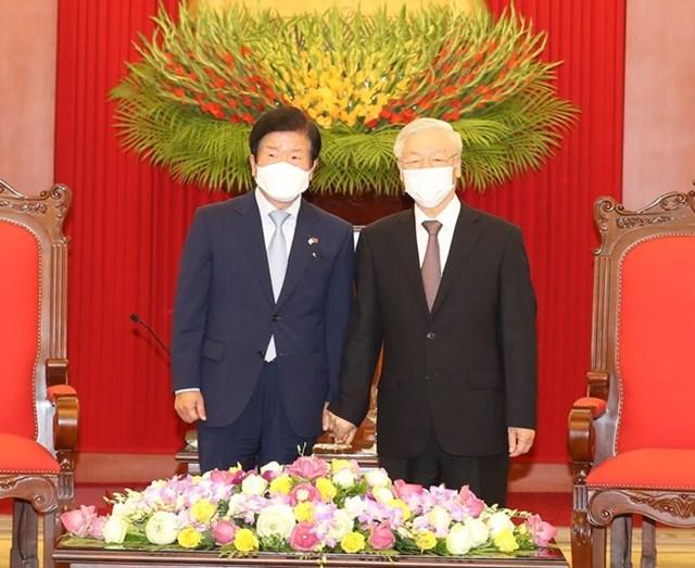 Tổng Bí thư, Chủ tịch nước Nguyễn Phú Trọng tiếp Chủ tịch Quốc hội Hàn Quốc Park Byeong-Seug. (Ảnh: Trí Dũng/TTXVN).
