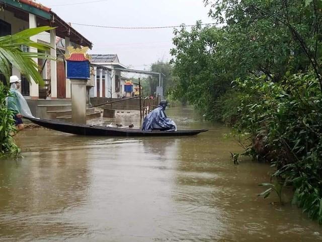 Lũ lại lên ở các vùng trũng huyện Quảng Điền. (Ảnh: H.Nhân).