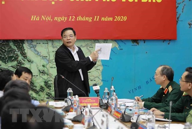 Phó trưởng ban thường trực Ban Chỉ đạo Trung ương về phòng, chống thiên tai, Bộ trưởng Bộ Nông nghiệp và Phát triển nông thôn Nguyễn Xuân Cường phát biểu chỉ đạo. (Ảnh: Vũ Sinh/TTXVN).