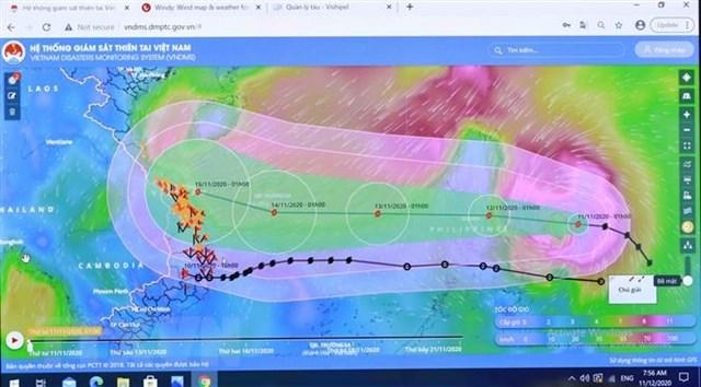 Sơ đồ đường đi của bão số 13 qua Hệ thống giám sát thiên tai Việt Nam. (Ảnh: Vũ Sinh/TTXVN).