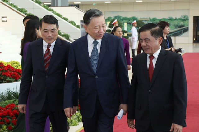 Bộ trưởng Bộ Công an Tô Lâm cùng Chủ nhiệm Ủy ban Kiểm tra Trung ương Trần Cẩm Tú và Chánh Văn phòng Trung ương Đảng Lê Minh Hưng tới dự Lễ kỷ niệm.