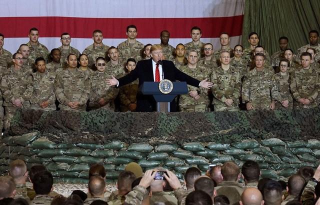 Tổng thống Mỹ Donald Trump tới thăm các binh sỹ Mỹ tại căn cứ không quân Bagram ở Afghanistan dịp Lễ Tạ ơn, ngày 28/11/2019. (Ảnh: AFP).