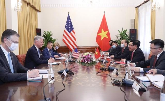 Phó Thủ tướng, Bộ trưởng Bộ Ngoại giao Phạm Bình Minh hội đàm với Cố vấn An ninh Quốc gia Hoa Kỳ Robert O'Brien.(Ảnh: Lâm Khánh/TTXVN).