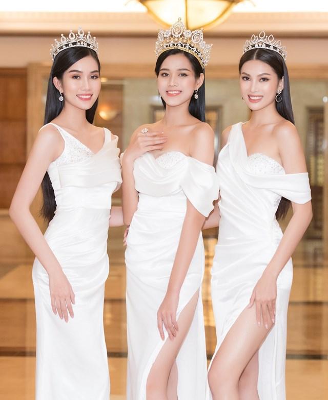 Top 3 Hoa hậu Việt Nam mỗi người đều sở hữu một vẻ đẹp riêng, nhưng với sự lựa chọn lần này cả 3 người đẹp đều nhận được sự ủng hộ của khán giả.