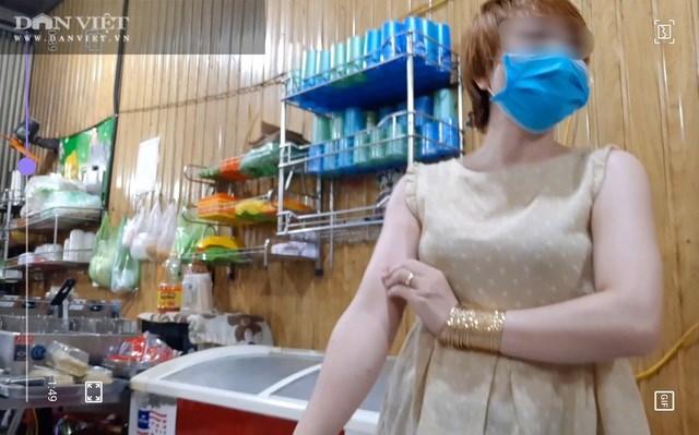 Nguyễn Thị Ánh Tuyết (chủ quán bánh xèo) bị tạm giữ khẩn cấp để điều tra hành vi bạo hành trẻ dưới 16 tuổi. (Ảnh: Dân Việt).