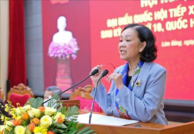 Bà Trương Thị Mai, Ủy viên Bộ Chính trị, Bí thư Trung ương Đảng, Trưởng ban Dân vận Trung ương trả lời và giải đáp các kiến nghị của cử tri sáng 23/11. Ảnh: TTXVN.