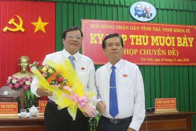 Ông Lê Văn Hẳn (bên trái). Ảnh: Dân trí.