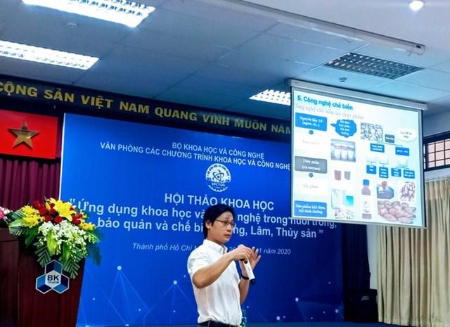 """TS Nguyễn Văn Nguyên (Phó Viện trưởng Viện Nghiên cứu Hải sản) trình bày tại Hội thảo """"Ứng dụng Khoa học và Công nghệ trong nuôi trồng, bảo quản và chế biến nông, lâm, thuỷ sản"""". Ảnh: Kiều Trang."""