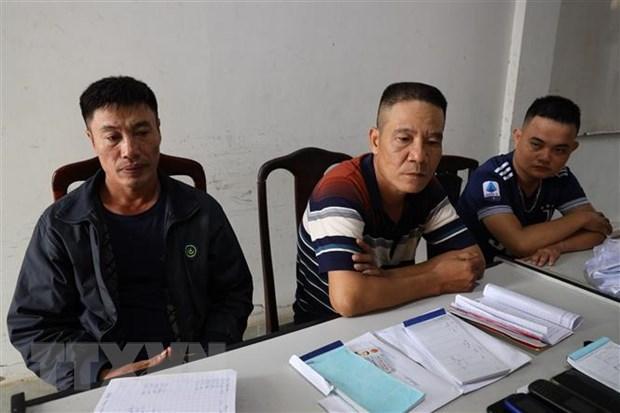 Các đối tượng (từ trái qua): Hoàng Văn Phi, Đào Văn Hùng, Nguyễn Ngọc Lâm tại cơ quan điều tra. (Ảnh: Thanh Tân/TTXVN).
