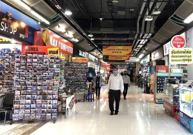 Người dân thủ đô Bangkok đi mua sắm tại siêu thị. (Ảnh: Ngọc Quang/TTXVN).