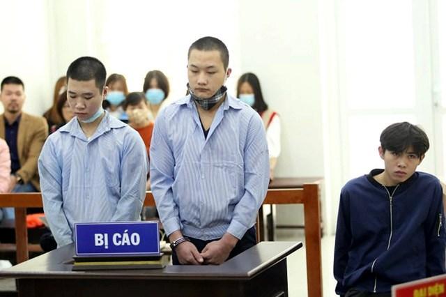 Ba bị cáo tại tòa sơ thẩm ngày 30/11.