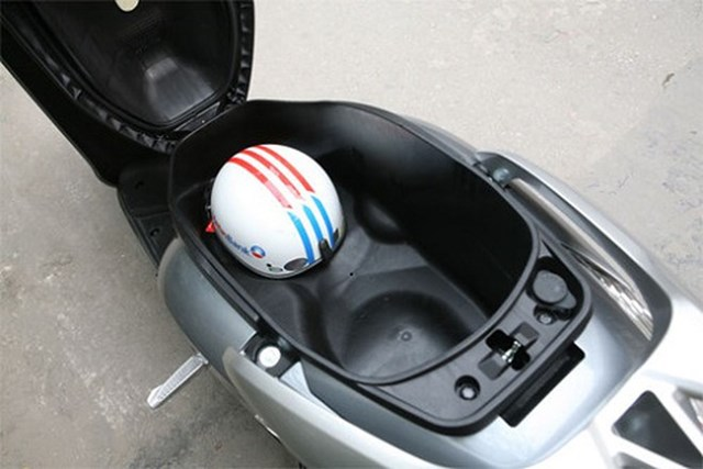 Cất túi vào cốp xe thay vì khoác vào vai sẽ giúp giảm thiểu nguy cơ bị cướp.