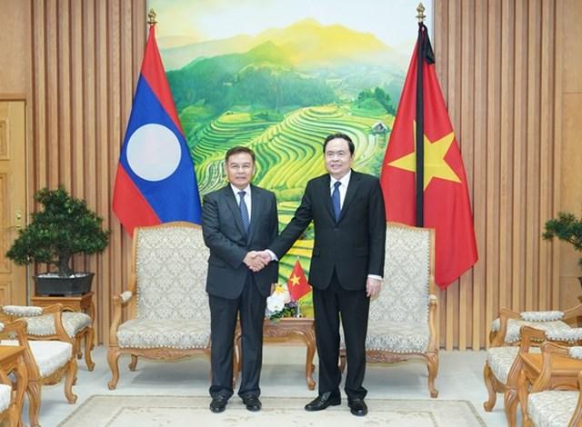 Chủ tịch Trần Thanh Mẫn vàChủ tịch Ủy ban Trung ương Mặt trận Lào xây dựng đất nước Saysomphone Phomvihane.