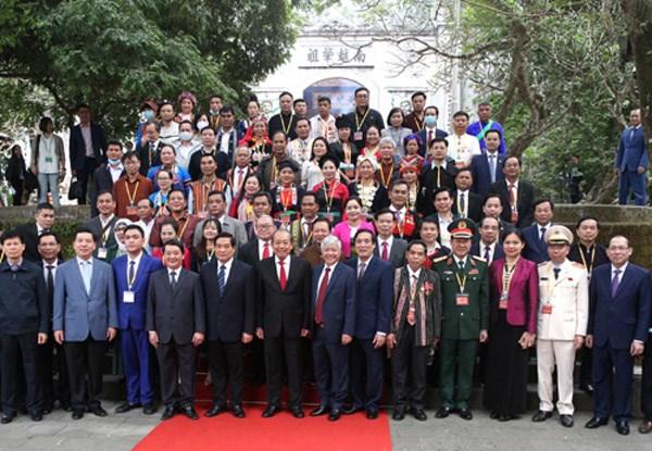 Phó Thủ tướng Trương Hòa Bình và đoàn đại biểu chụp ảnh lưu niệm tại Điện Kính Thiên. Ảnh: VGP.