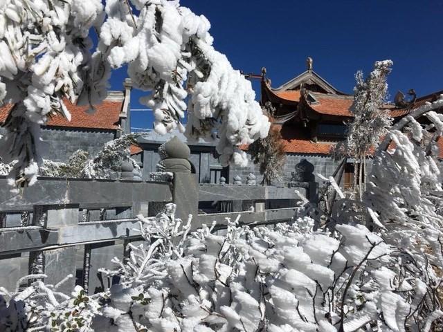 Hình ảnh băng tuyết xuất hiện trên đỉnh Fansipan hồi đầu năm 2018.