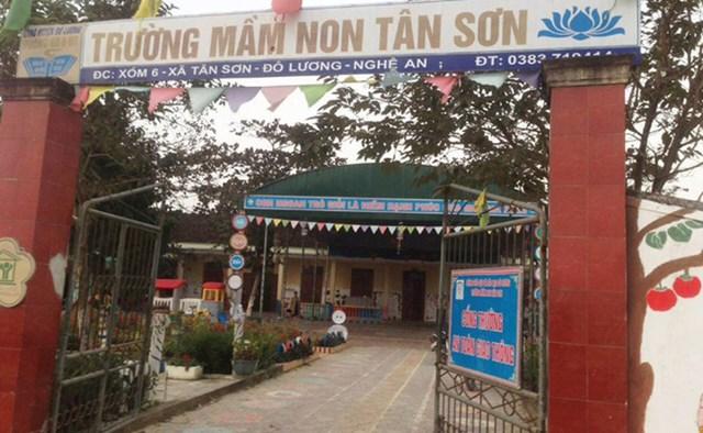 Trường mầm non Tân Sơn, nơi xảy ra sự việc bé trai 3 tuổi bị tử vong do dây rút cổ áo mắc vào ván trượt.