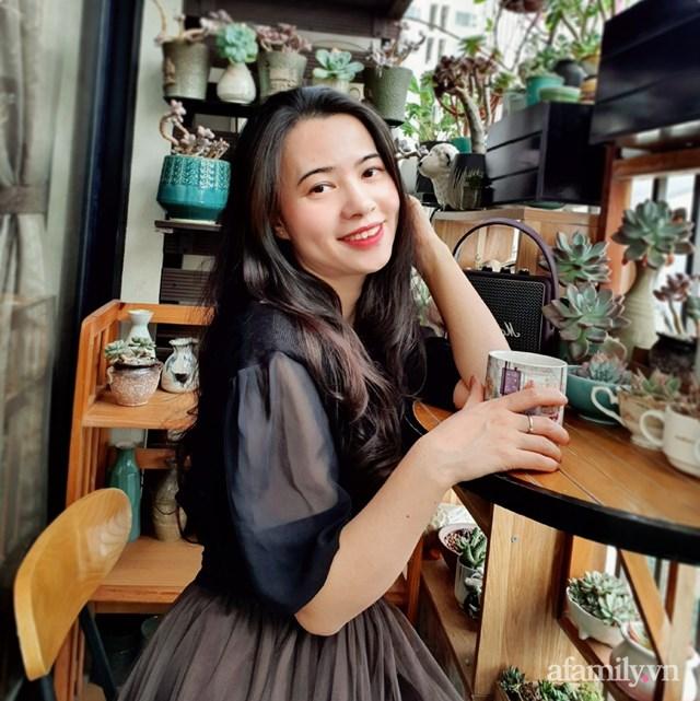 Chị Anh Nguyễn thường ngắm thành phố, nhìn những chậu sen đá mỗi khi rảnh rỗi.