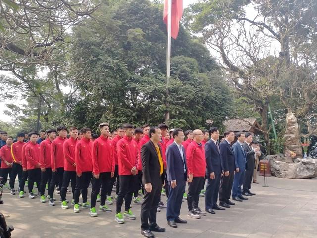[ẢNH] Thầy trò HLV Park Hang Seo thắp hương tưởng niệm các Vua Hùng - Ảnh 2