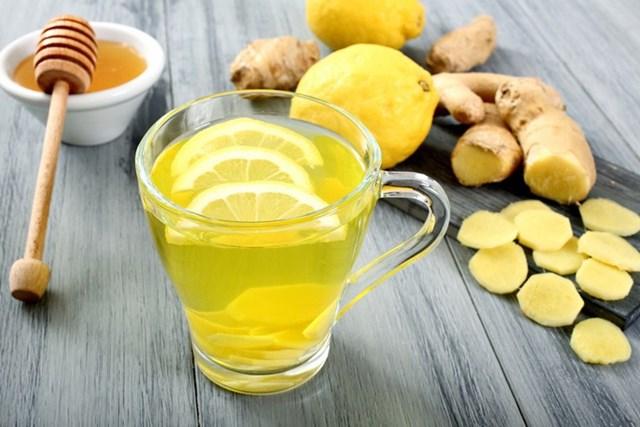 Với đặc tính kháng viêm cực mạnh nên nhâm nhi một ly trà gừng ấm nóng sẽ vô cùng thích hợp để chữa cảm cúm, cảm lạnh.