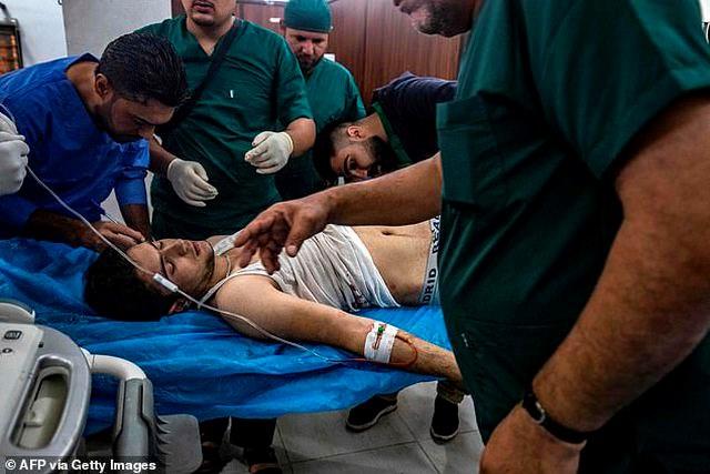 [ẢNH] Những đứa trẻ Syria bị trúng bom trong chiến sự dữ dội của Thổ Nhĩ Kỳ - 6