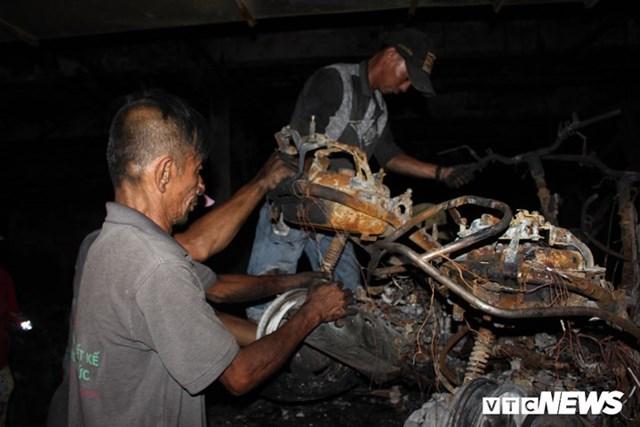 [ẢNH] Đưa hàng trăm xe máy, ô tô cháy rụi trong 'thảm họa' Carina ra ngoài - 9