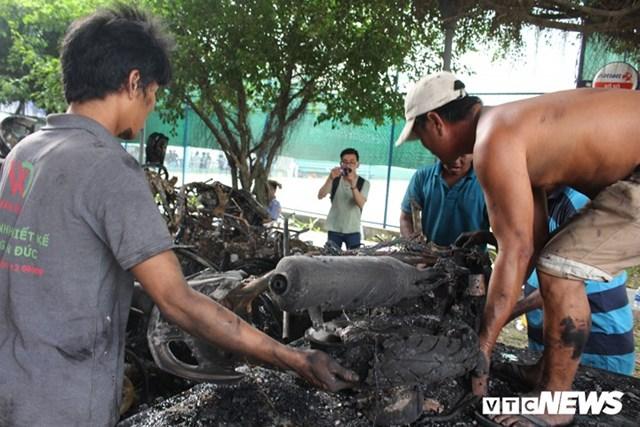 [ẢNH] Đưa hàng trăm xe máy, ô tô cháy rụi trong 'thảm họa' Carina ra ngoài - 10