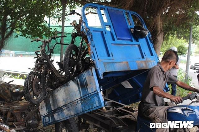 [ẢNH] Đưa hàng trăm xe máy, ô tô cháy rụi trong 'thảm họa' Carina ra ngoài - 11