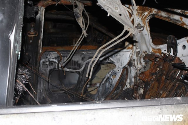 [ẢNH] Đưa hàng trăm xe máy, ô tô cháy rụi trong 'thảm họa' Carina ra ngoài - 6