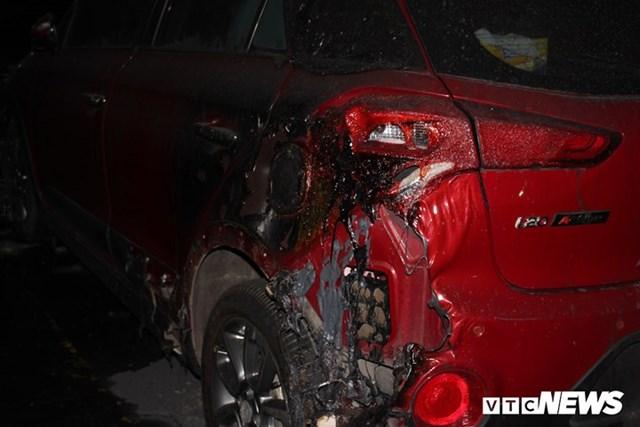 [ẢNH] Đưa hàng trăm xe máy, ô tô cháy rụi trong 'thảm họa' Carina ra ngoài - 7