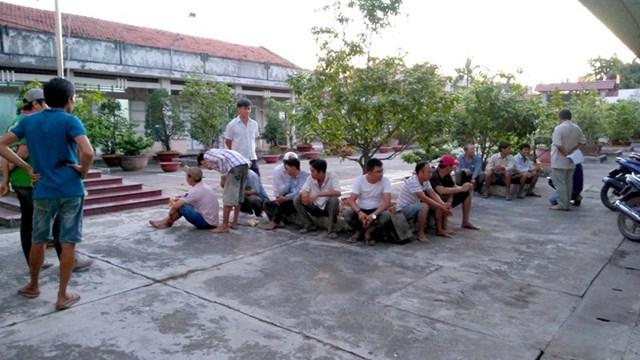 Bắt giữ 16 người trong tụ điểm đá gà ở Tiền Giang