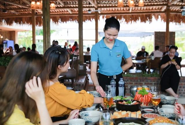 Nhà hàng hải sản Hương Biển: 'nét chấm phá' độc đáo của hệ thống FLC Hotels & Resorts - 2