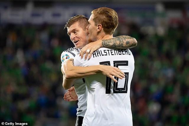 Hạ gục Bắc Ailen, Đức vượt lên dẫn đầu bảng - 1