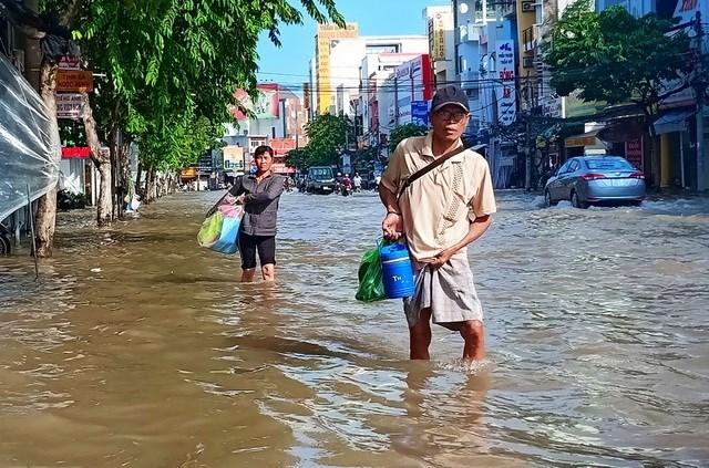 Người dân Tây Đô vẫn quay cuồng trong biển nước, hàng nghìn học sinh phải nghỉ học - 2