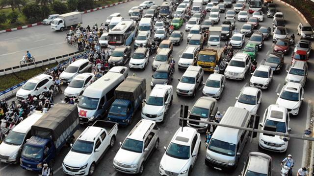 Cửa ngõ phía Nam Thủ đô ùn tắc do phương tiện cá nhân - 1