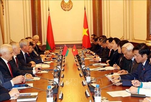 Chủ tịch Quốc hội hội đàm với lãnh đạo Thượng viện, Hạ viện Belarus - 3
