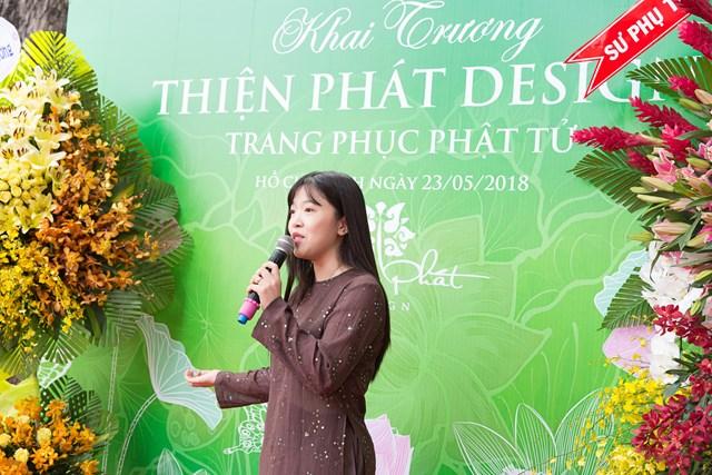 Á hậu Trương Thị May bất ngờ mặc áo phật tử, thả chim phóng sinh - 1