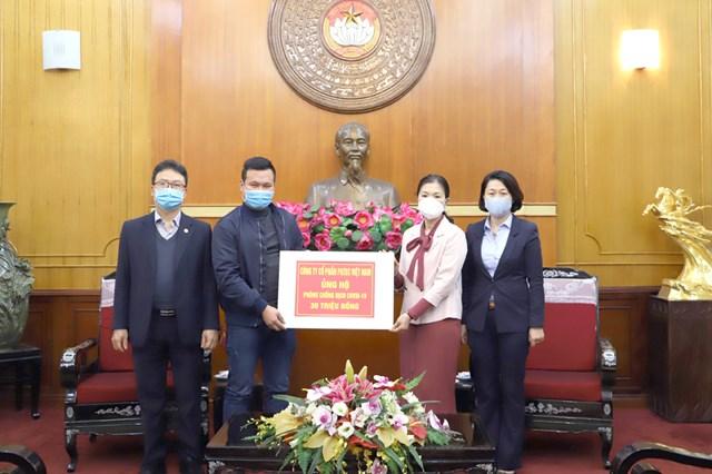 BẢN TIN MẶT TRẬN: Phó Chủ tịch Trương Thị Ngọc Ánh tiếp nhận30 triệu đồng ủng hộ phòng, chống dịch Covid-19