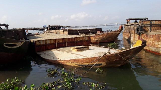 Phát hiện 5 tàu hút cát trái phép dưới khu vực Cửa Đại - 1