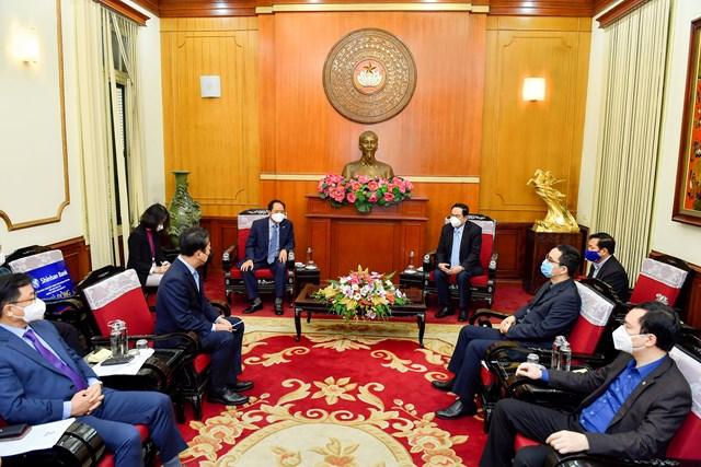 Đại sứ Hàn Quốc và Ngân hàng Shinhan ủng hộ phòng chống Covid-19