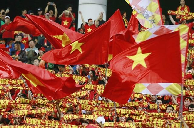 Cổ đông viên Việt 'đốt cháy' khán đài - 6