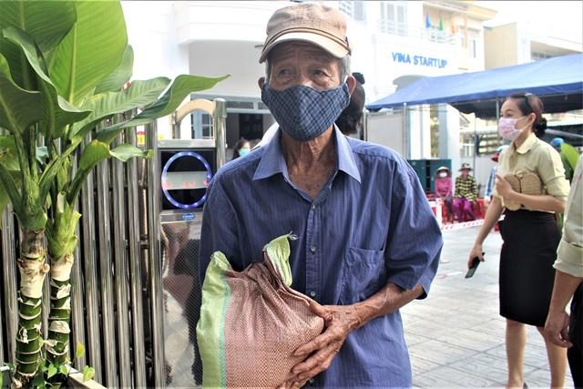 'ATM gạo yêu thương' ấm lòng người nghèo giữa mùa dịch