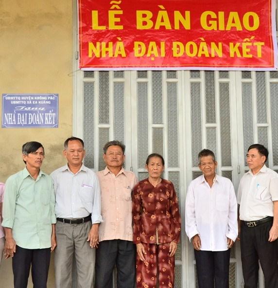 ĐắkLắk:Hỗ trợ xây nhàtheochương trình 167 vànhà Đại đoàn kếtcho hộ nghèo huyệnKrôngPắc
